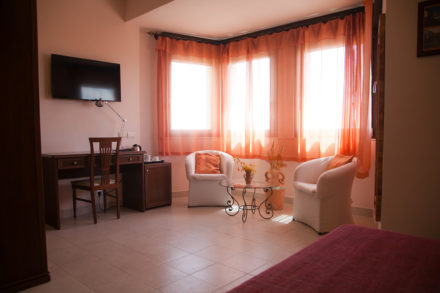 Camera Matrimoniale Finestrone Domus Romulea Albergo Locanda